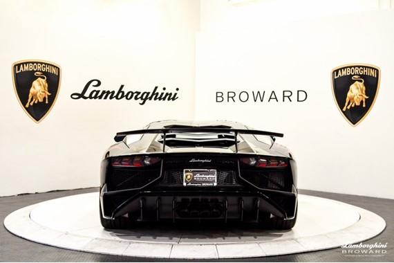 2016_Lamborghini_Aventador_SV_Roadster_02
