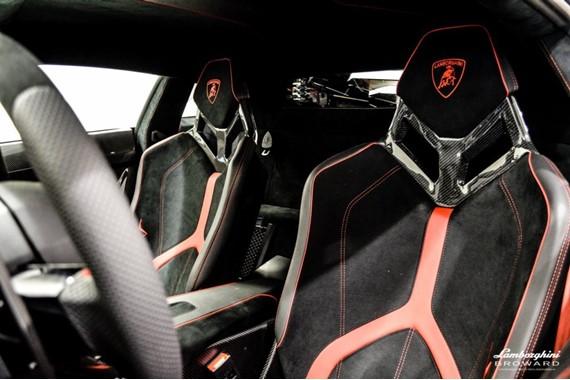 2016_Lamborghini_Aventador_SV_Roadster_11