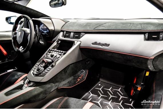 2016_Lamborghini_Aventador_SV_Roadster_14