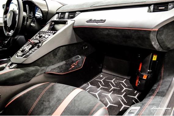 2016_Lamborghini_Aventador_SV_Roadster_15