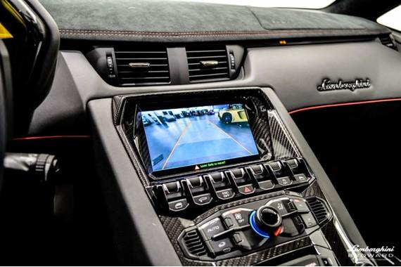 2016_Lamborghini_Aventador_SV_Roadster_19