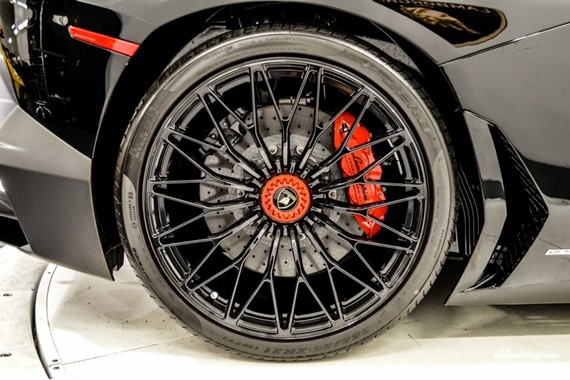 2016_Lamborghini_Aventador_SV_Roadster_25