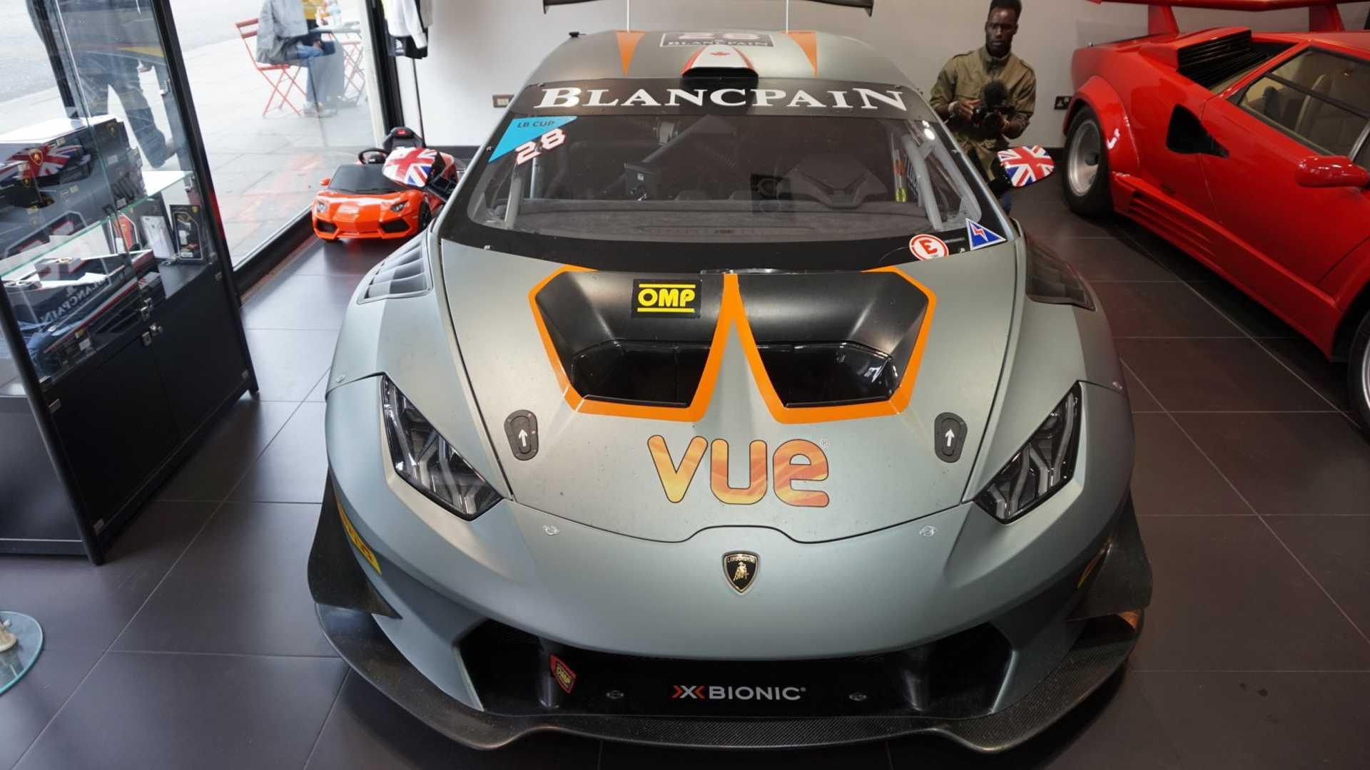 2016_Lamborghini_Huracan_Super_Trofeo_03