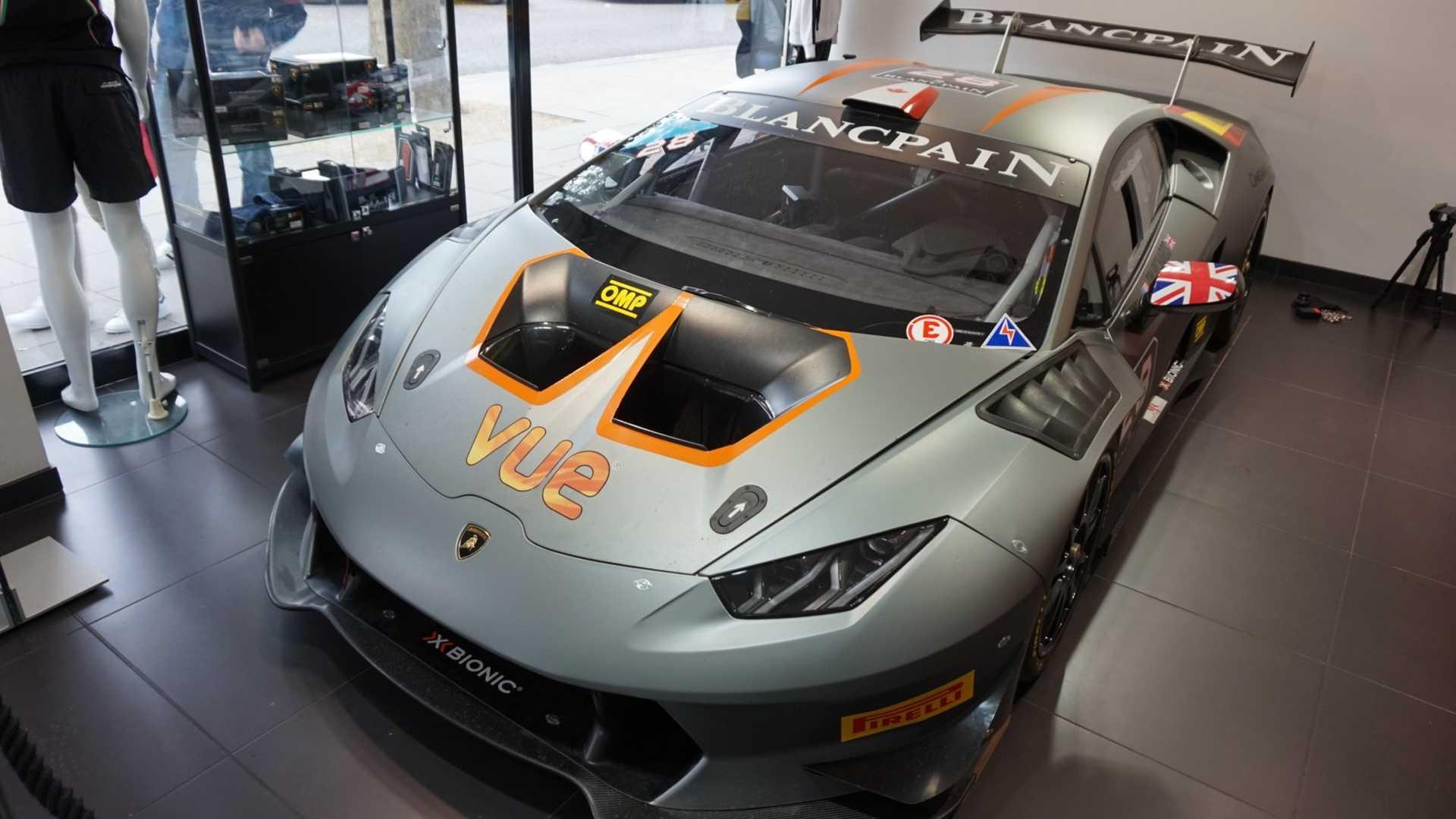 2016_Lamborghini_Huracan_Super_Trofeo_05