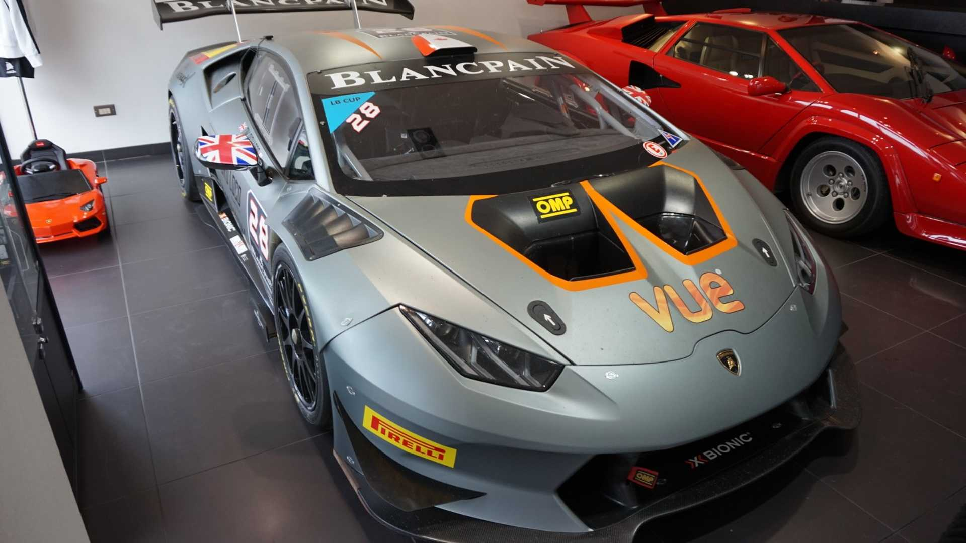 2016_Lamborghini_Huracan_Super_Trofeo_09