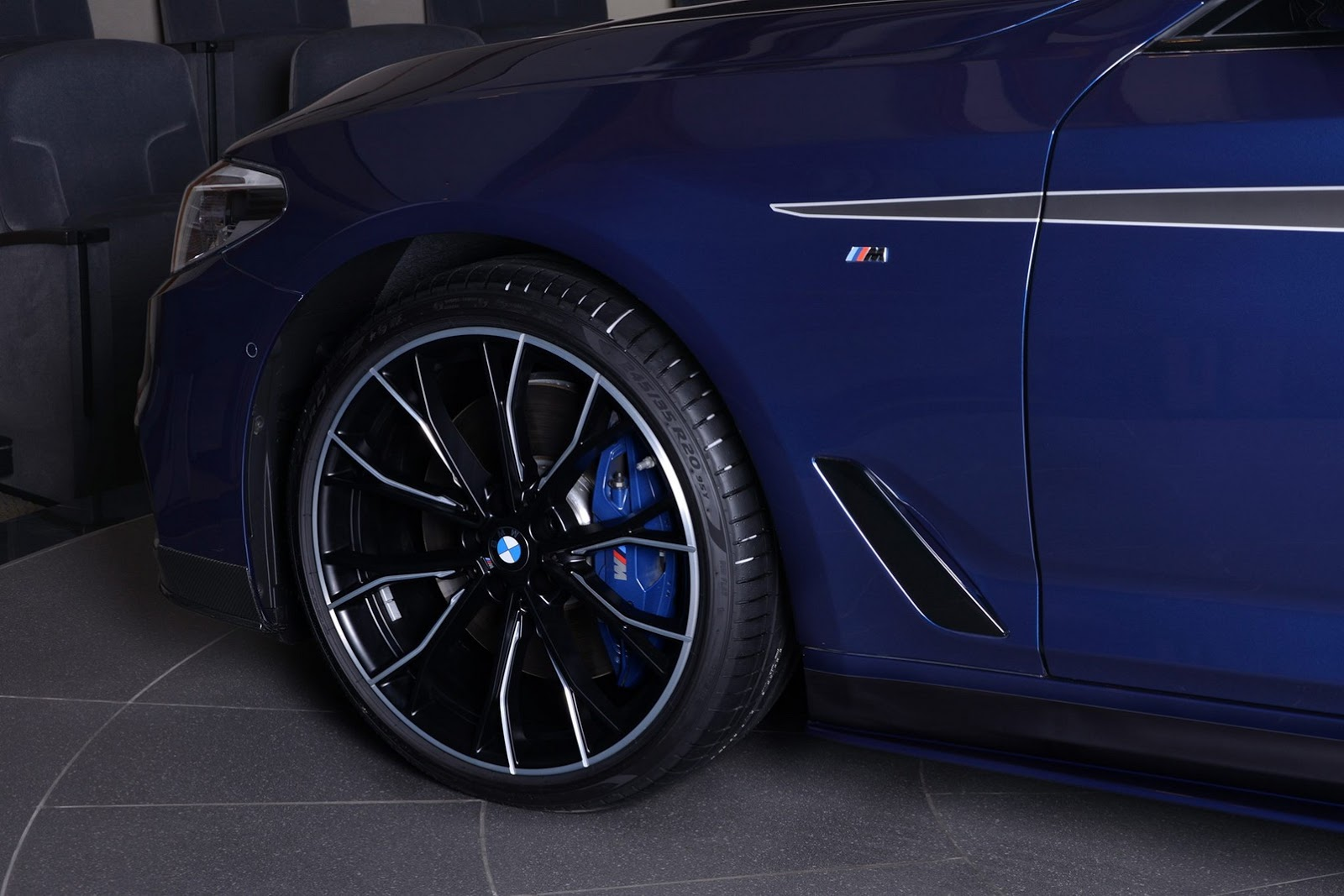 2017_BMW_540i_M-Performance_09
