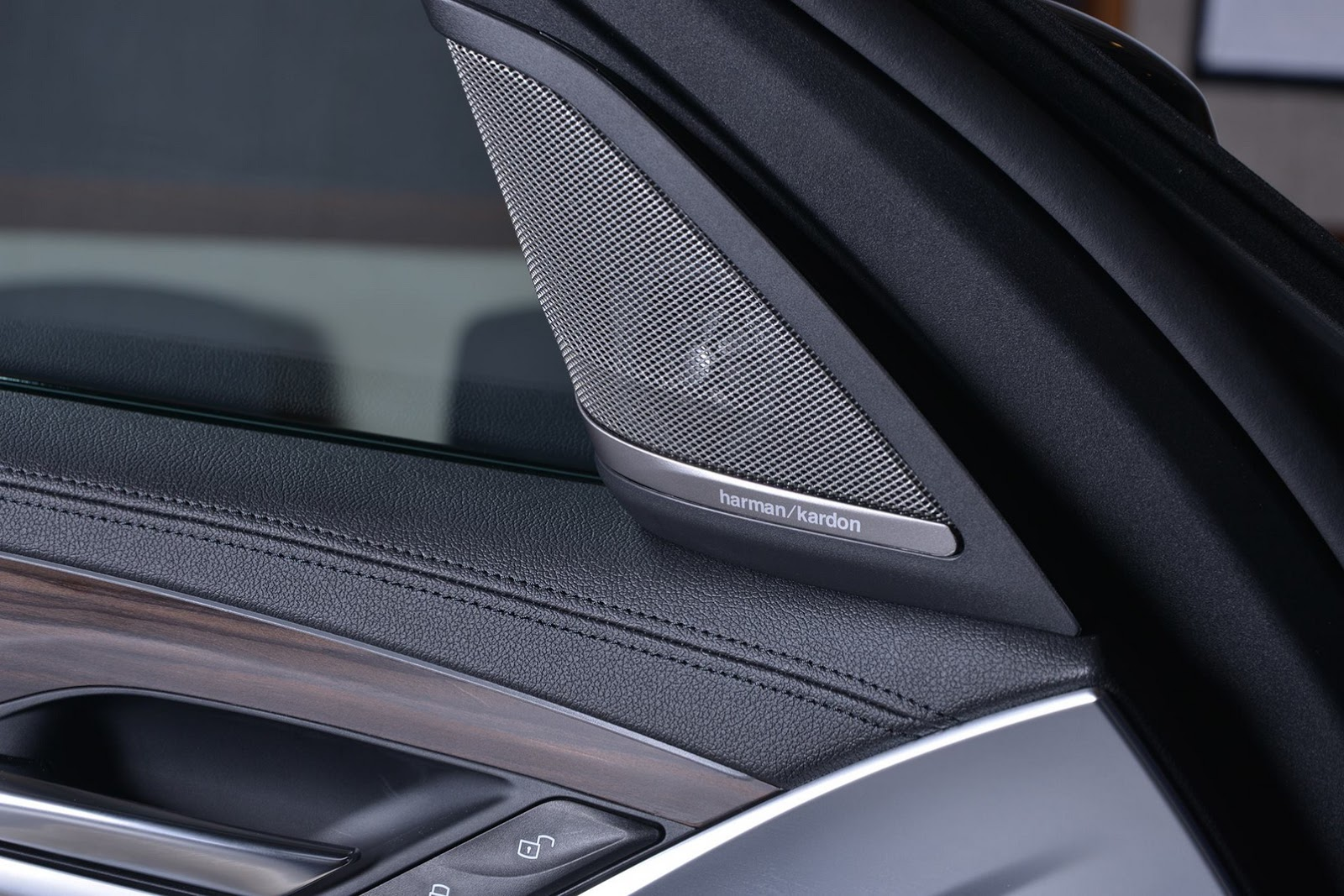 2017_BMW_540i_M-Performance_13