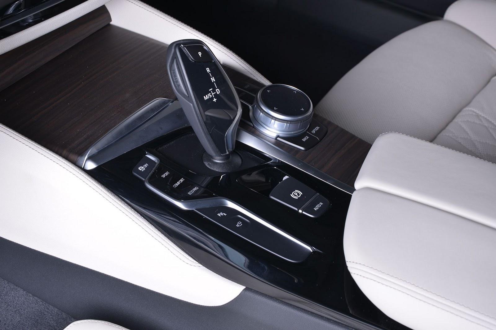 2017_BMW_540i_M-Performance_14