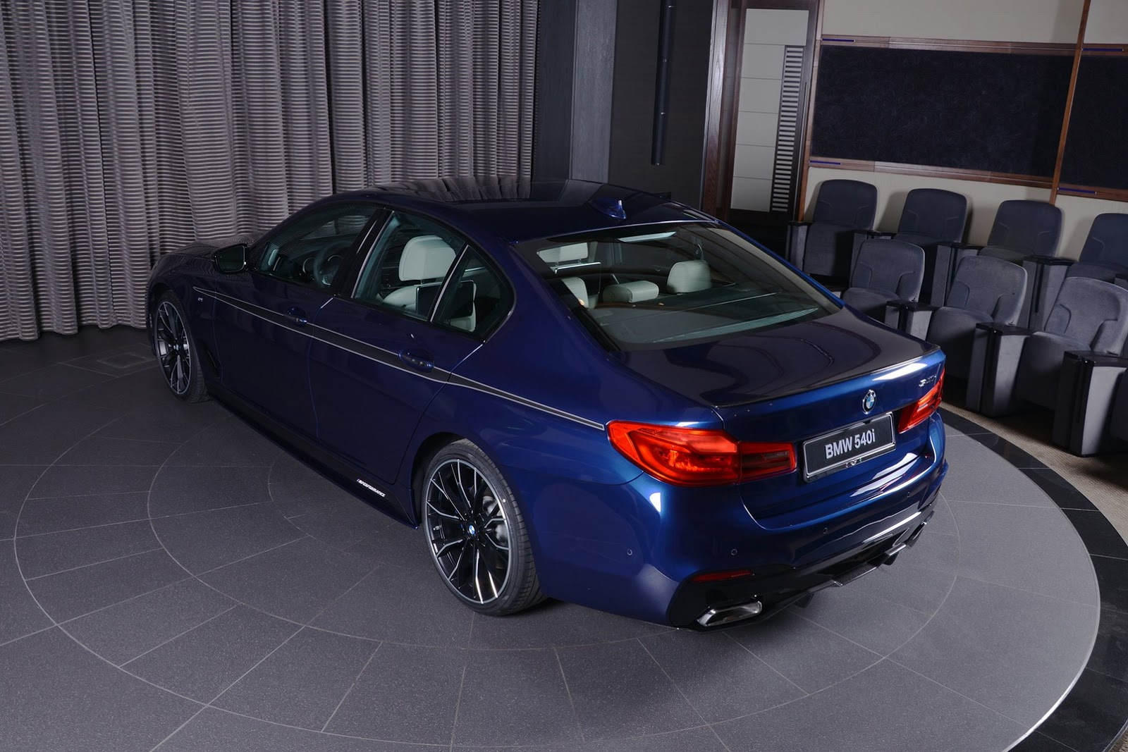 2017_BMW_540i_M-Performance_18