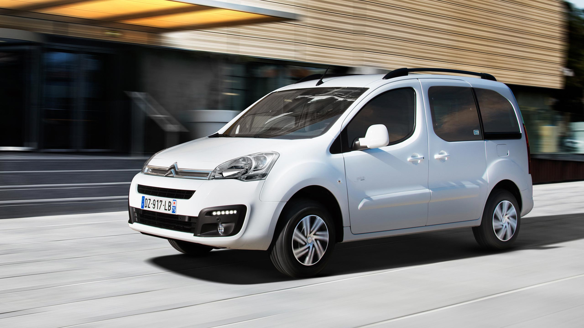 2017_Citroën_E-Berlingo_Multispace_01