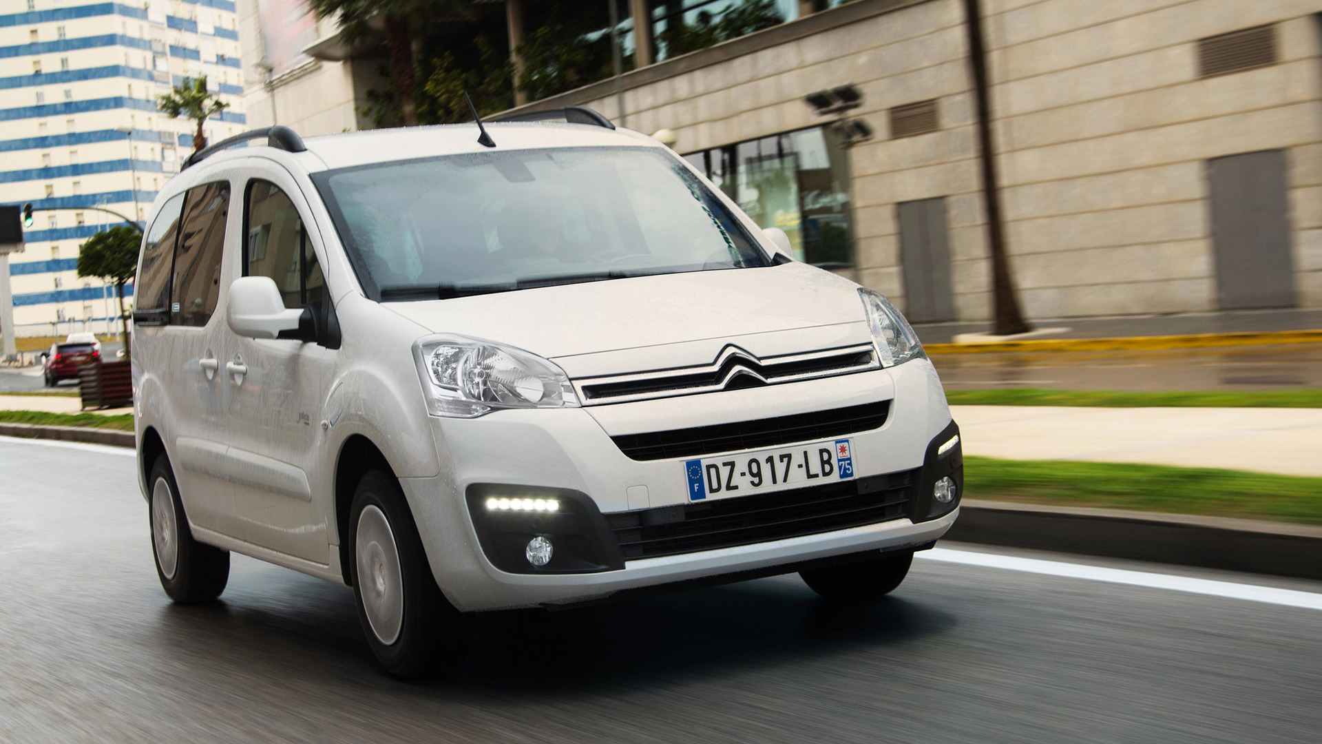 2017_Citroën_E-Berlingo_Multispace_02