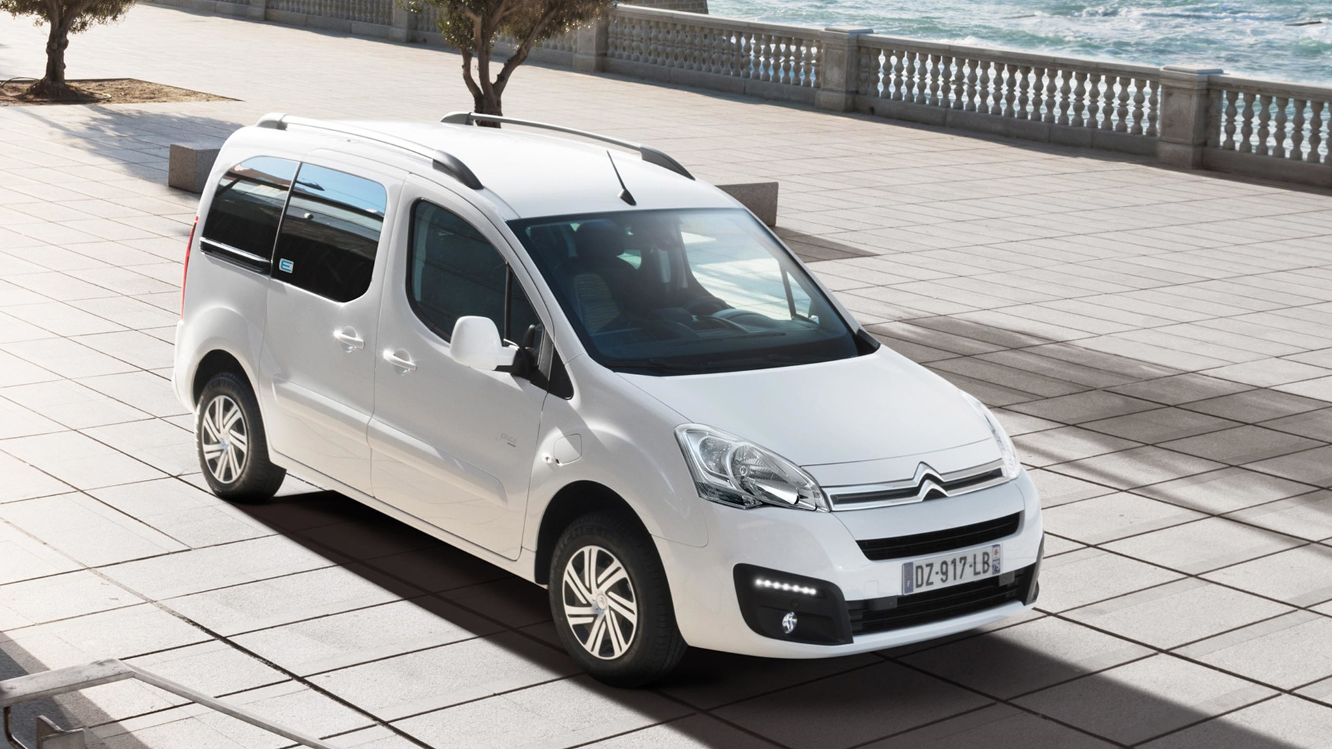 2017_Citroën_E-Berlingo_Multispace_03