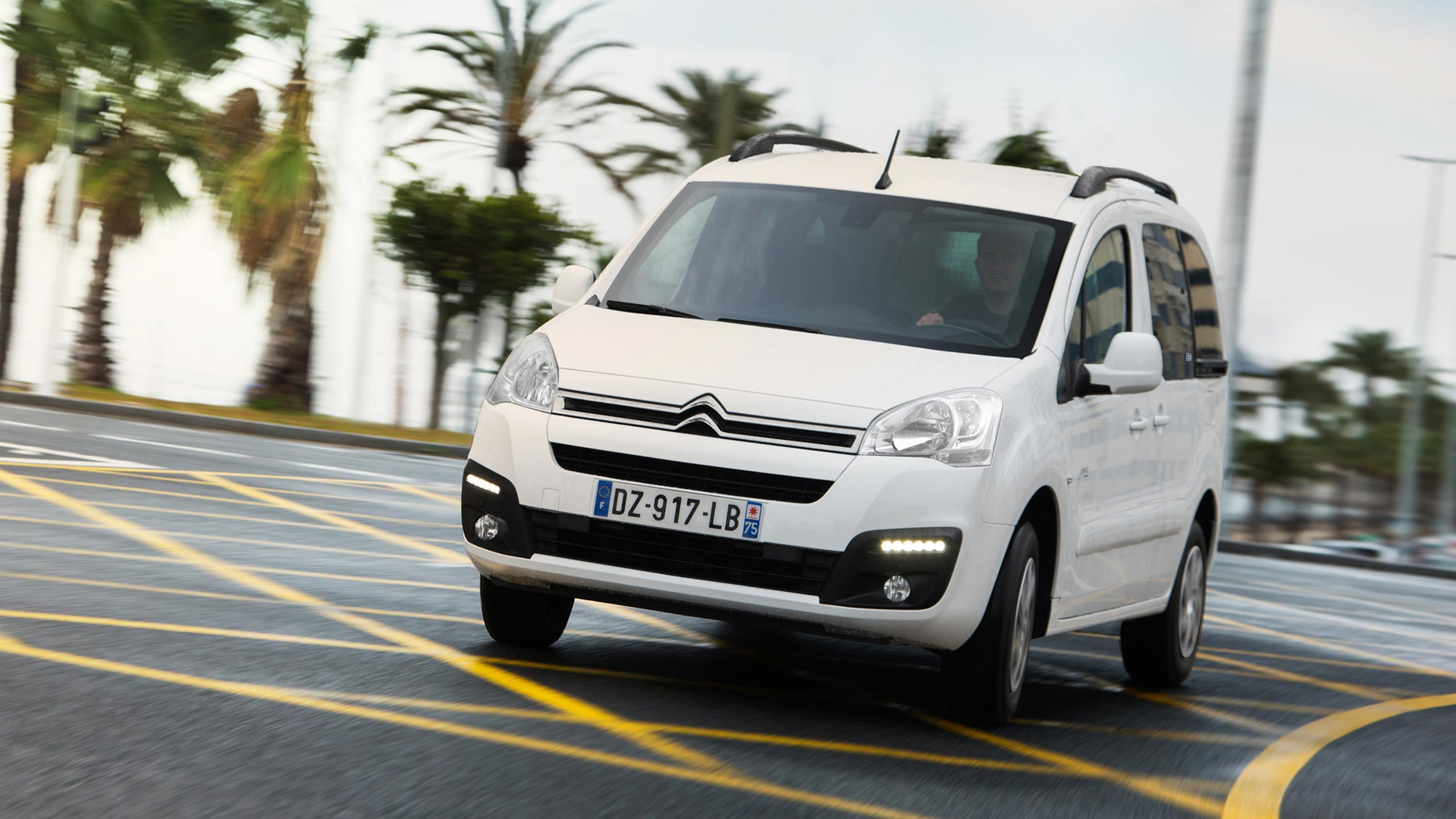 2017_Citroën_E-Berlingo_Multispace_04
