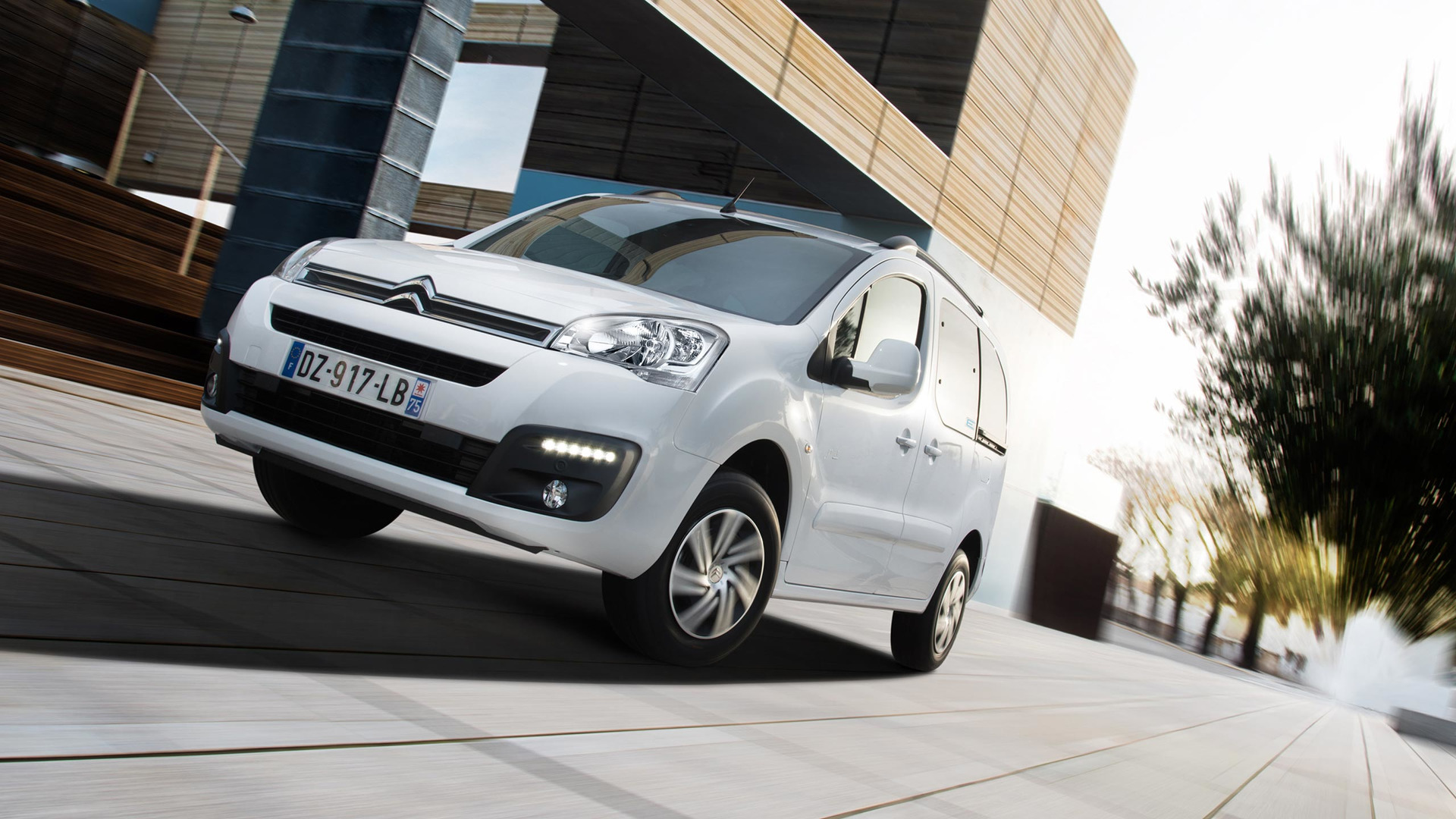 2017_Citroën_E-Berlingo_Multispace_06