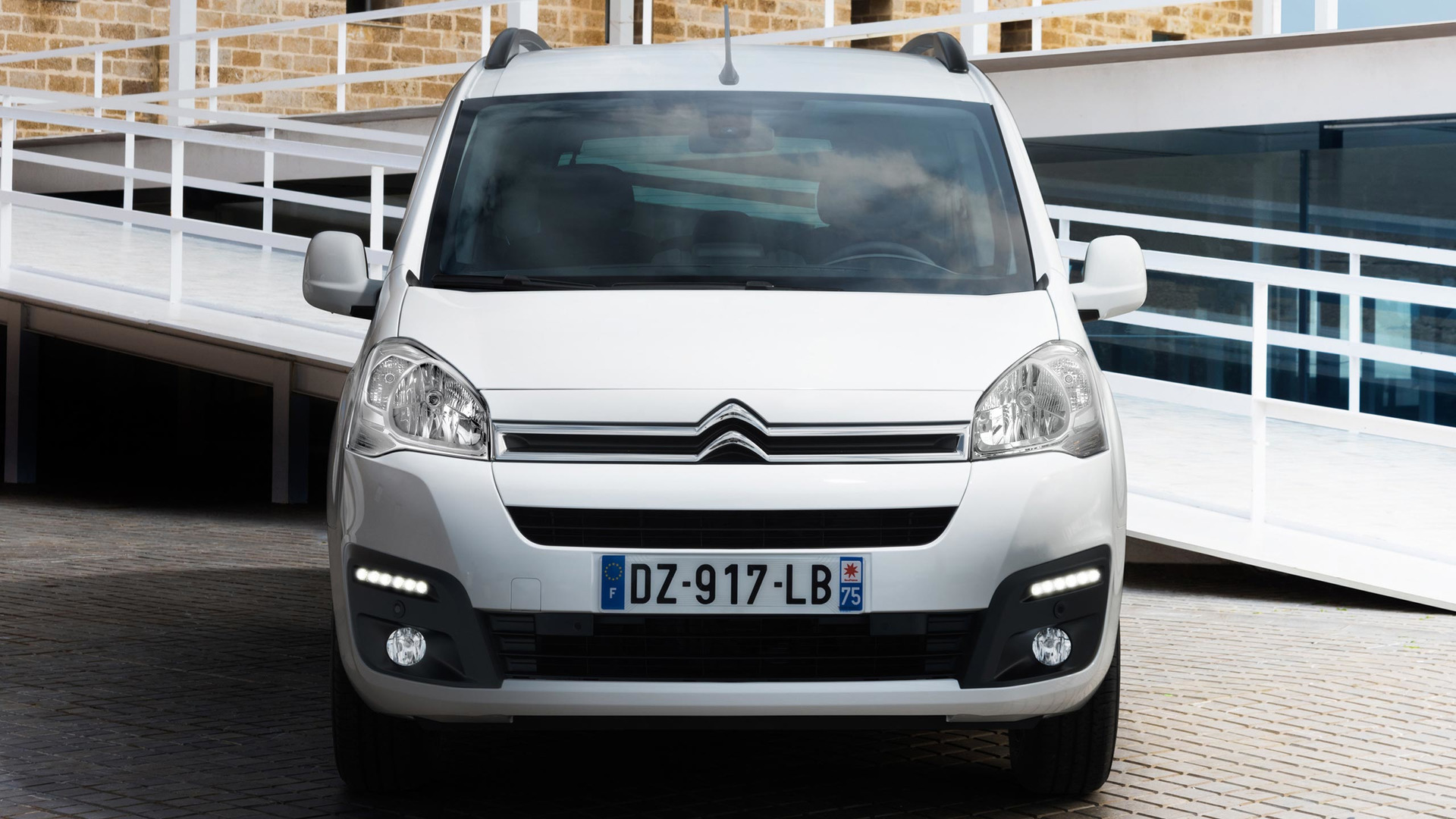 2017_Citroën_E-Berlingo_Multispace_07