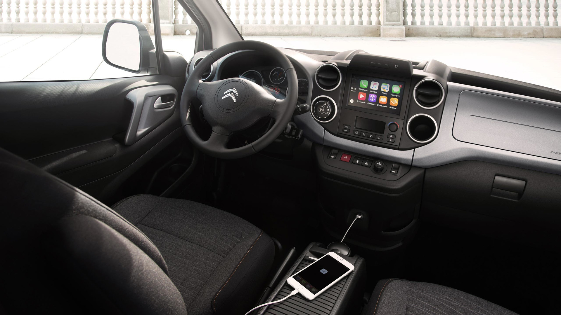 2017_Citroën_E-Berlingo_Multispace_10