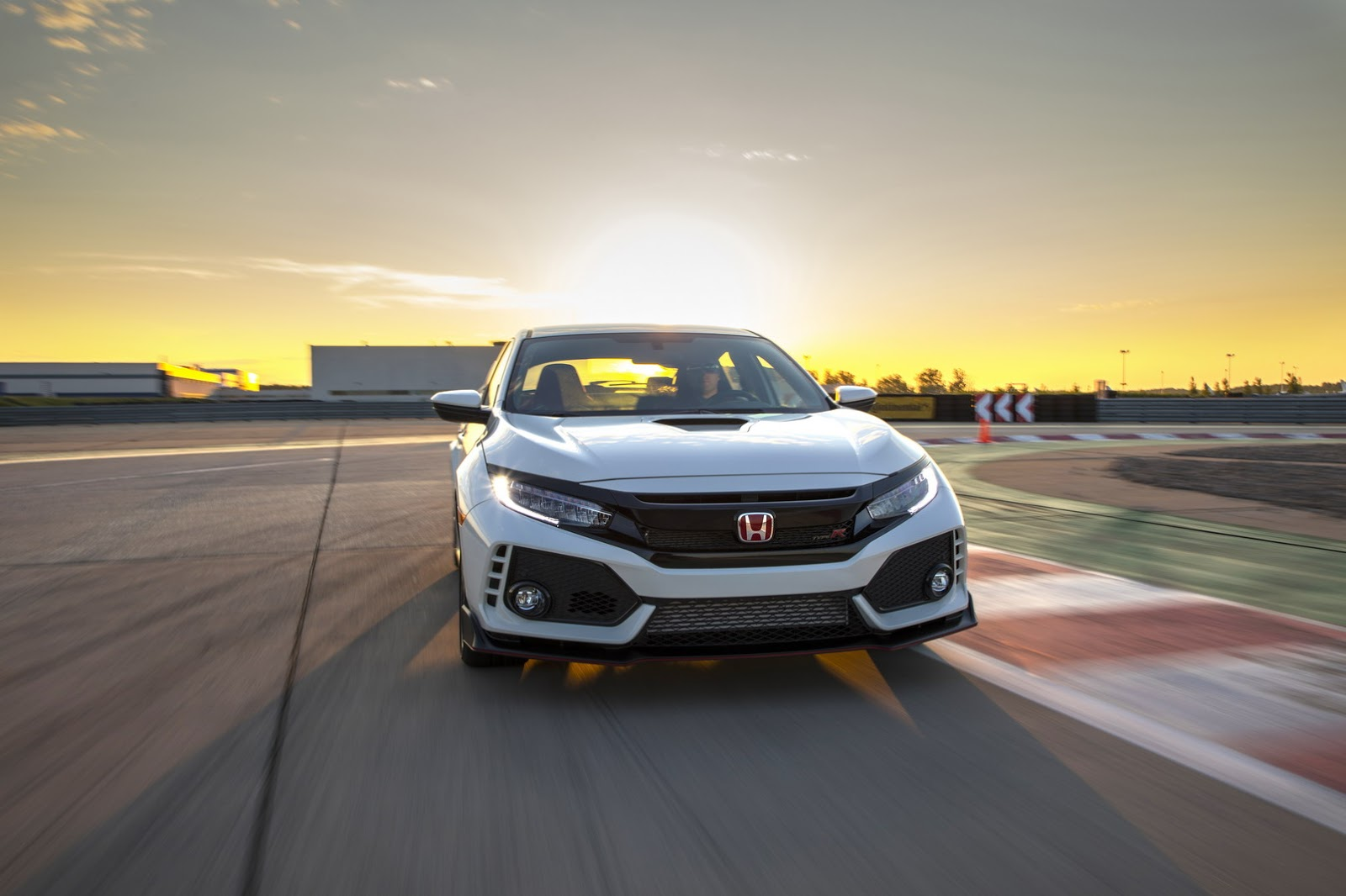 2017_Honda_Civic_Type_R_08