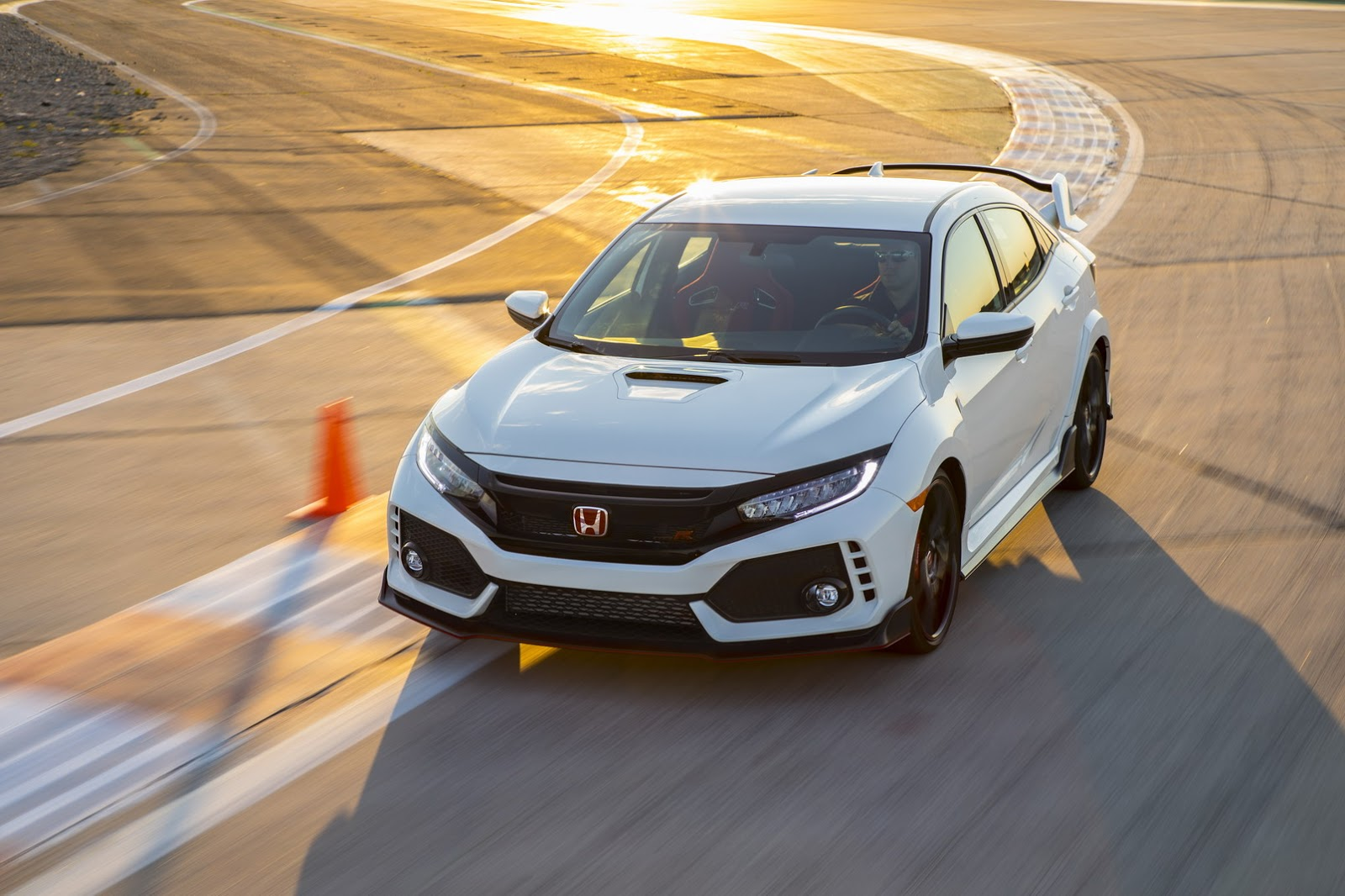 2017_Honda_Civic_Type_R_176