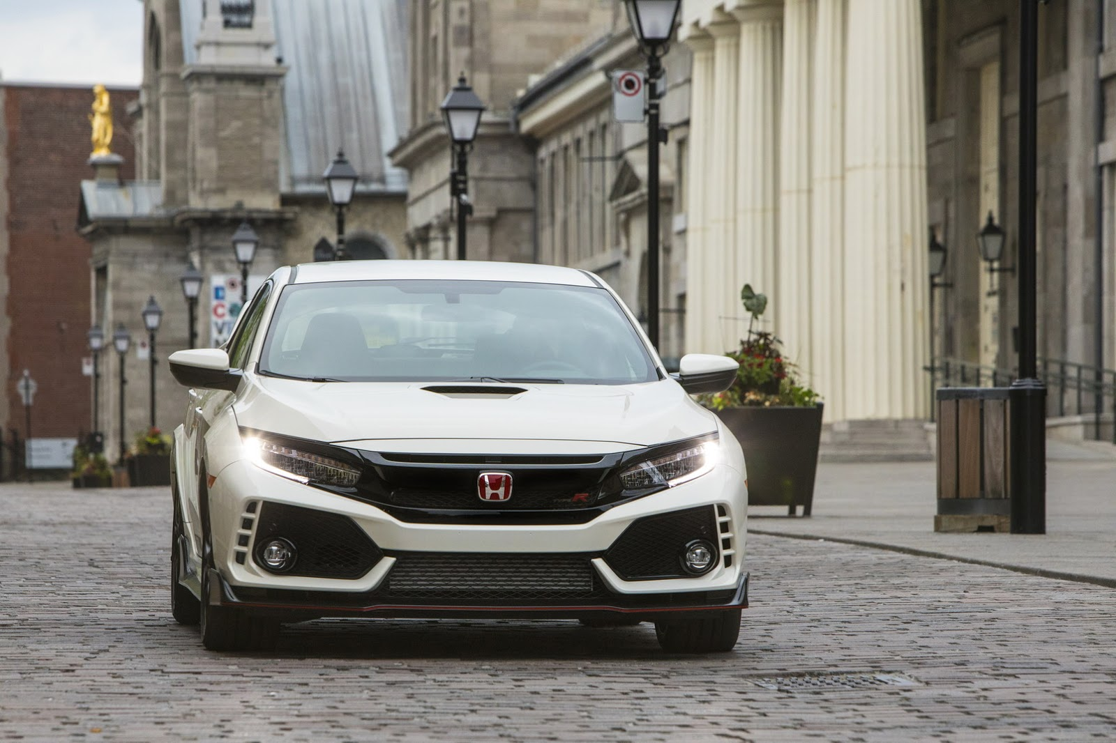 2017_Honda_Civic_Type_R_179