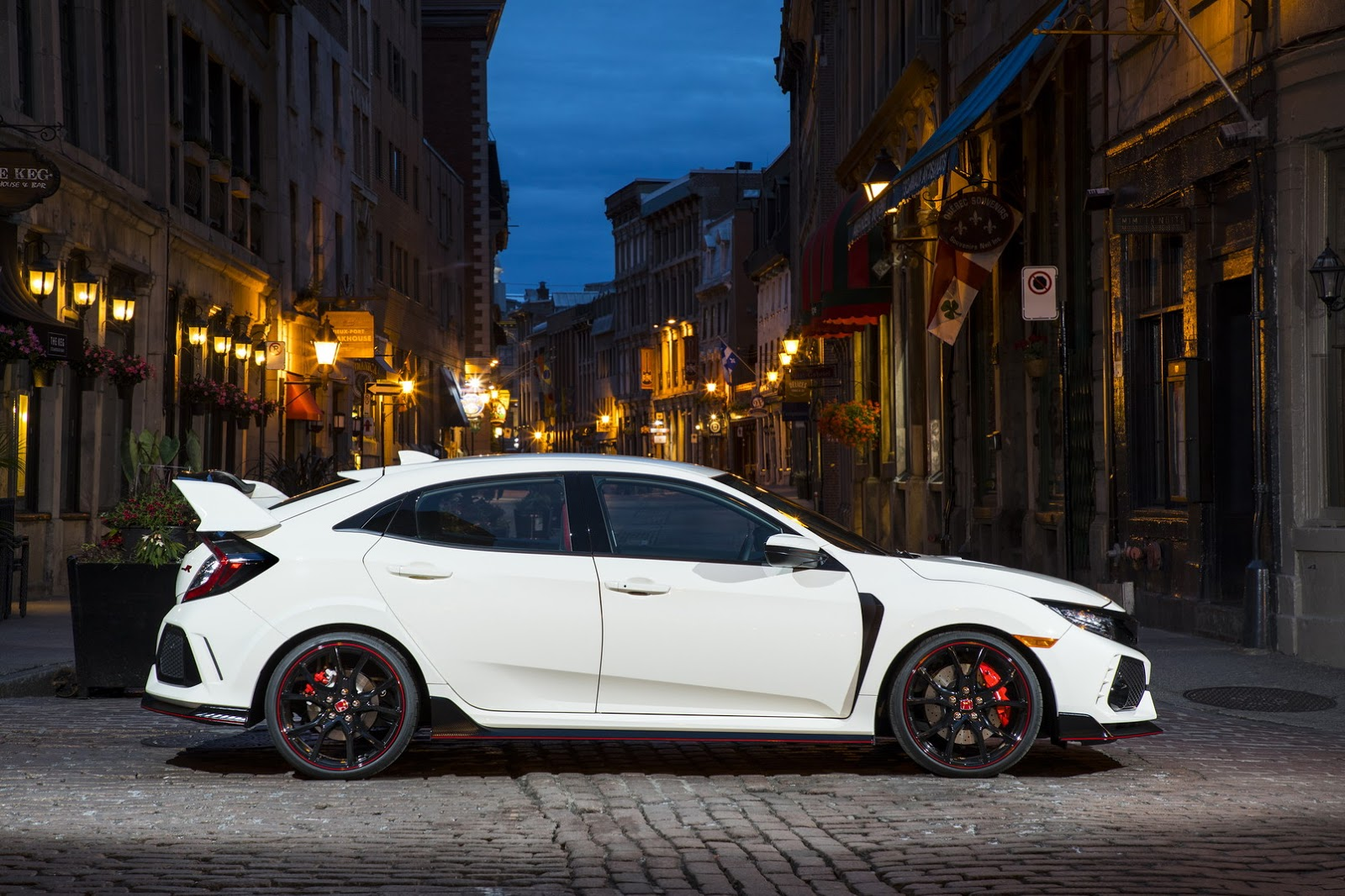 2017_Honda_Civic_Type_R_35