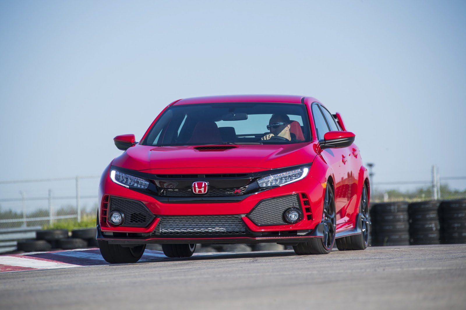 2017_Honda_Civic_Type_R_57