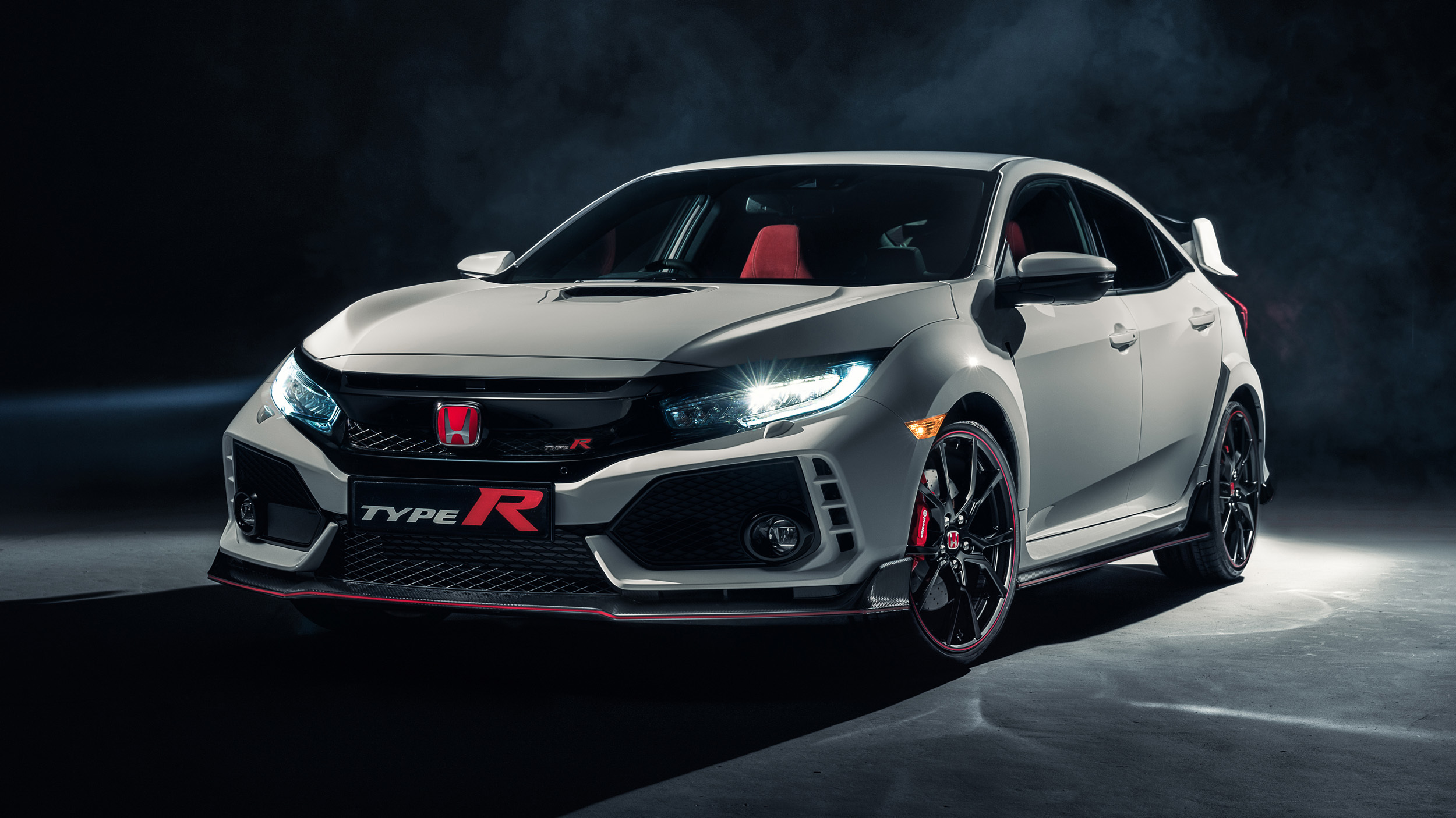 2017_Honda_Civic_Type_R_02