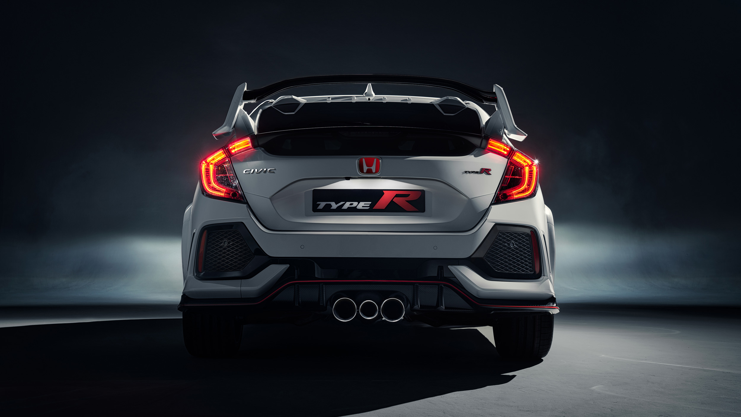 2017_Honda_Civic_Type_R_03