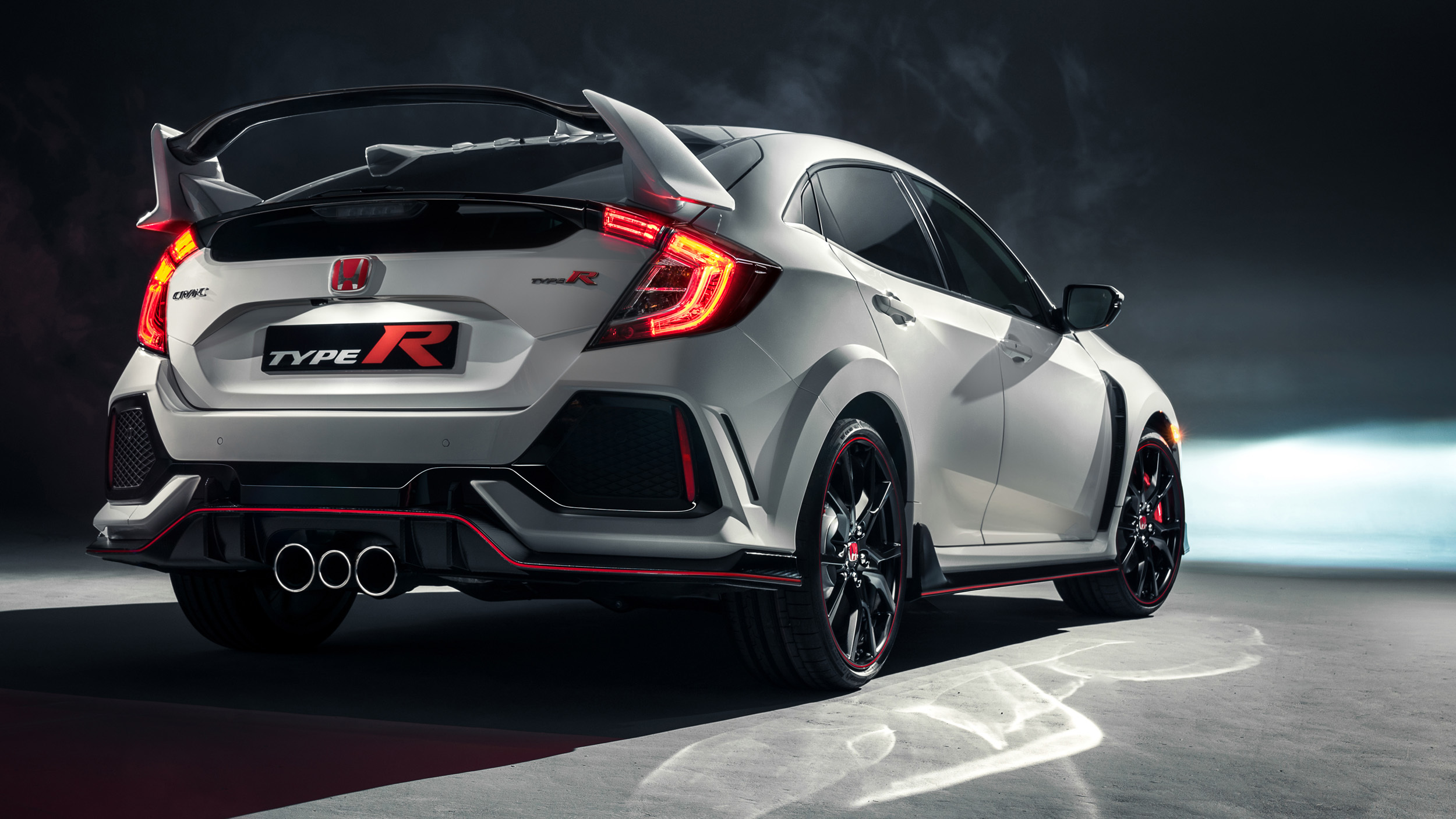 2017_Honda_Civic_Type_R_06