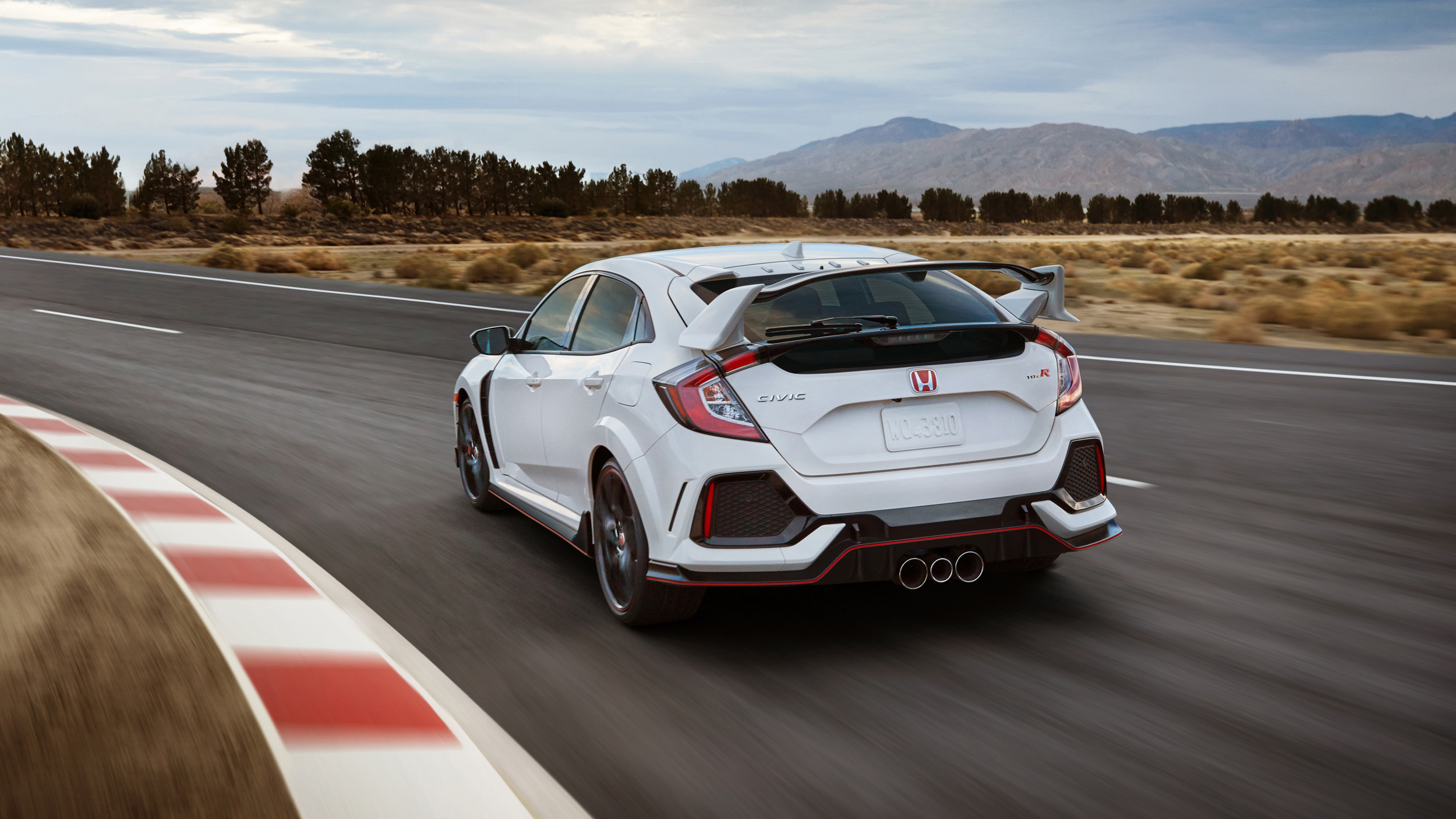 2017_Honda_Civic_Type_R_11