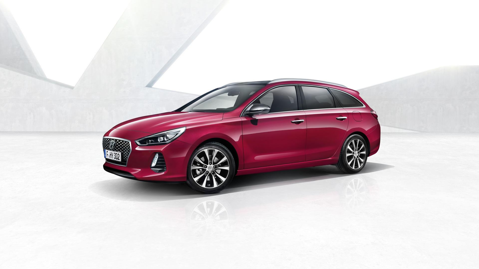 2017_Hyundai_i30_Wagon_02