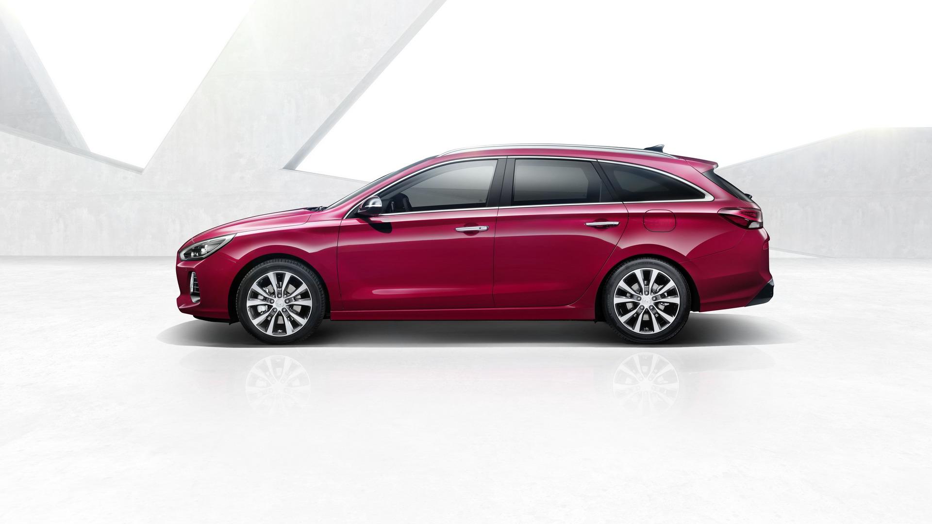 2017_Hyundai_i30_Wagon_05