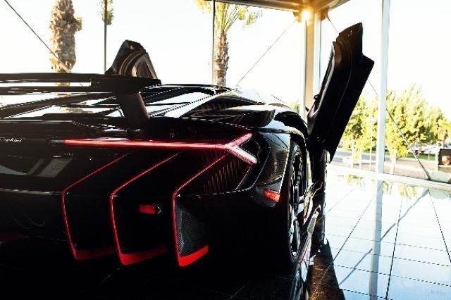 2017_Lamborghini_Centenario_01