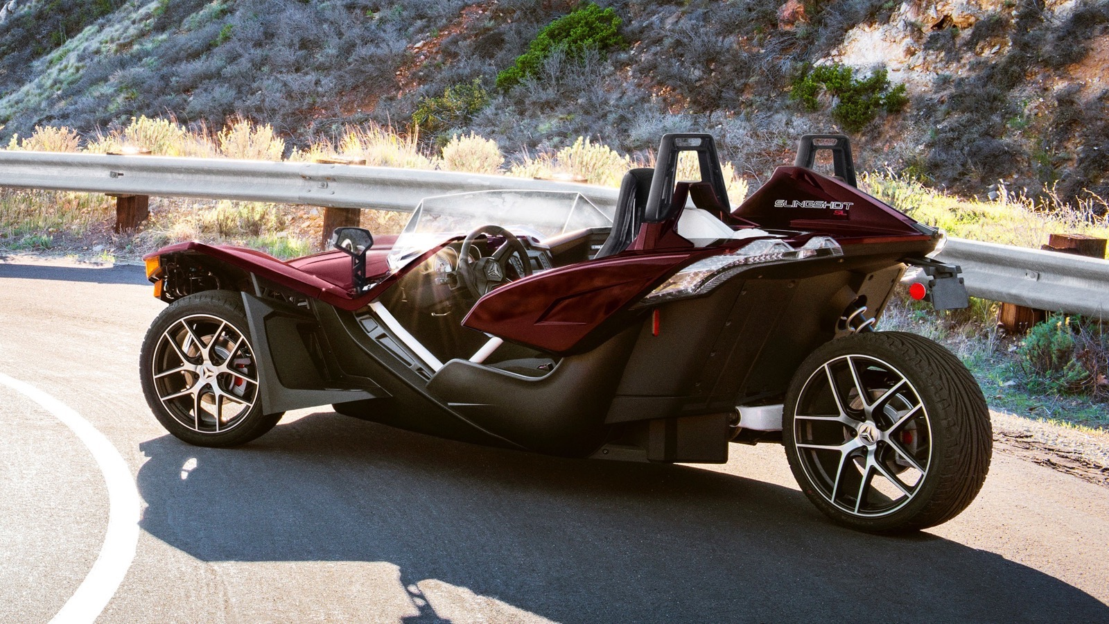 2017_Polaris_Slingshot_SL_LE_Midnight_Cherry_edition_01