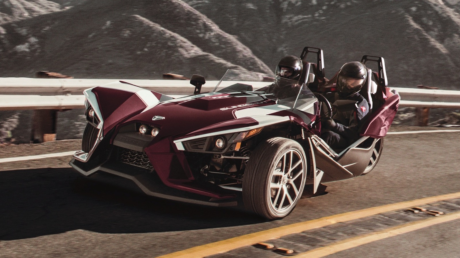 2017_Polaris_Slingshot_SL_LE_Midnight_Cherry_edition_02