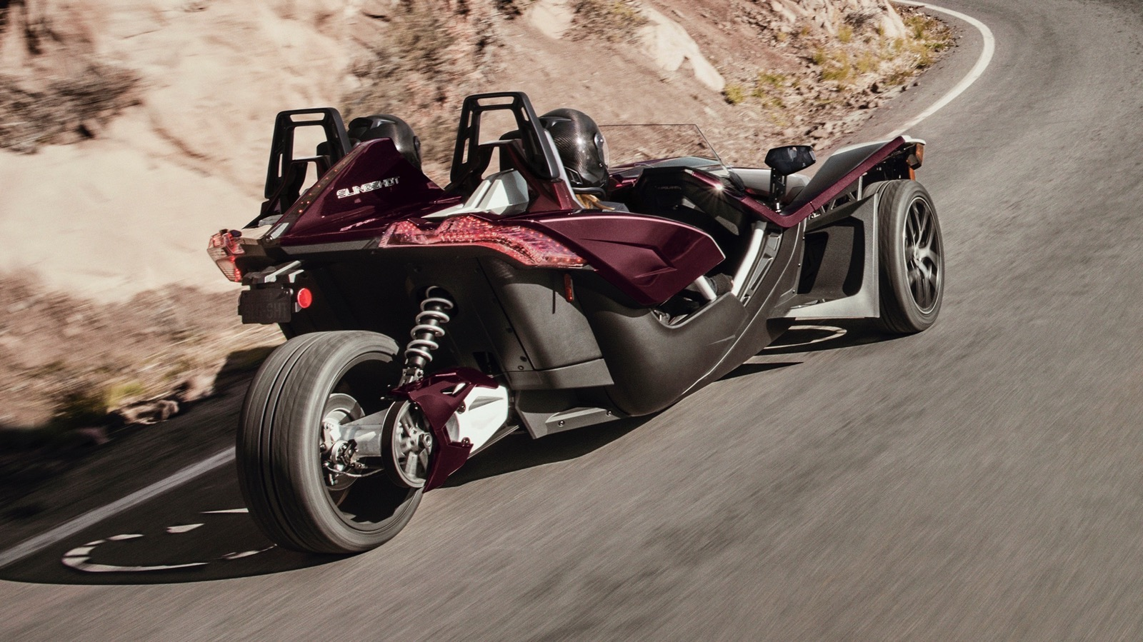 2017_Polaris_Slingshot_SL_LE_Midnight_Cherry_edition_03
