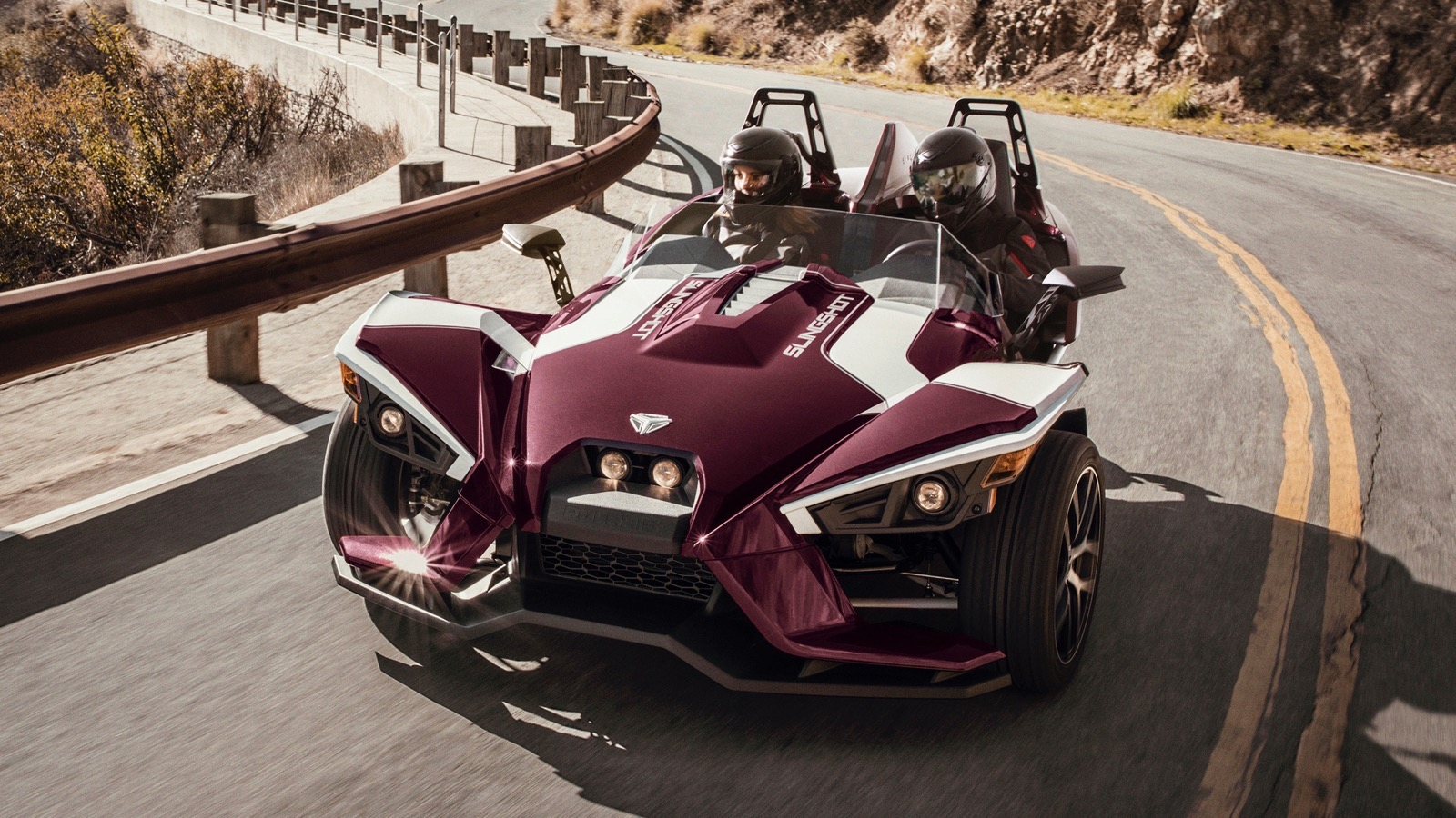 2017_Polaris_Slingshot_SL_LE_Midnight_Cherry_edition_04