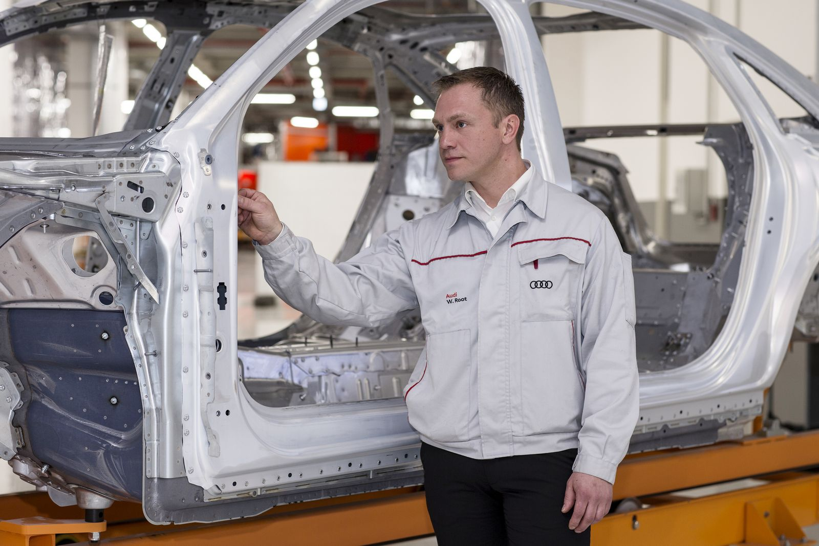 Waldemar Root explains how the joining technique roller hemmering was applied at the Audi A8 body shop for the first time