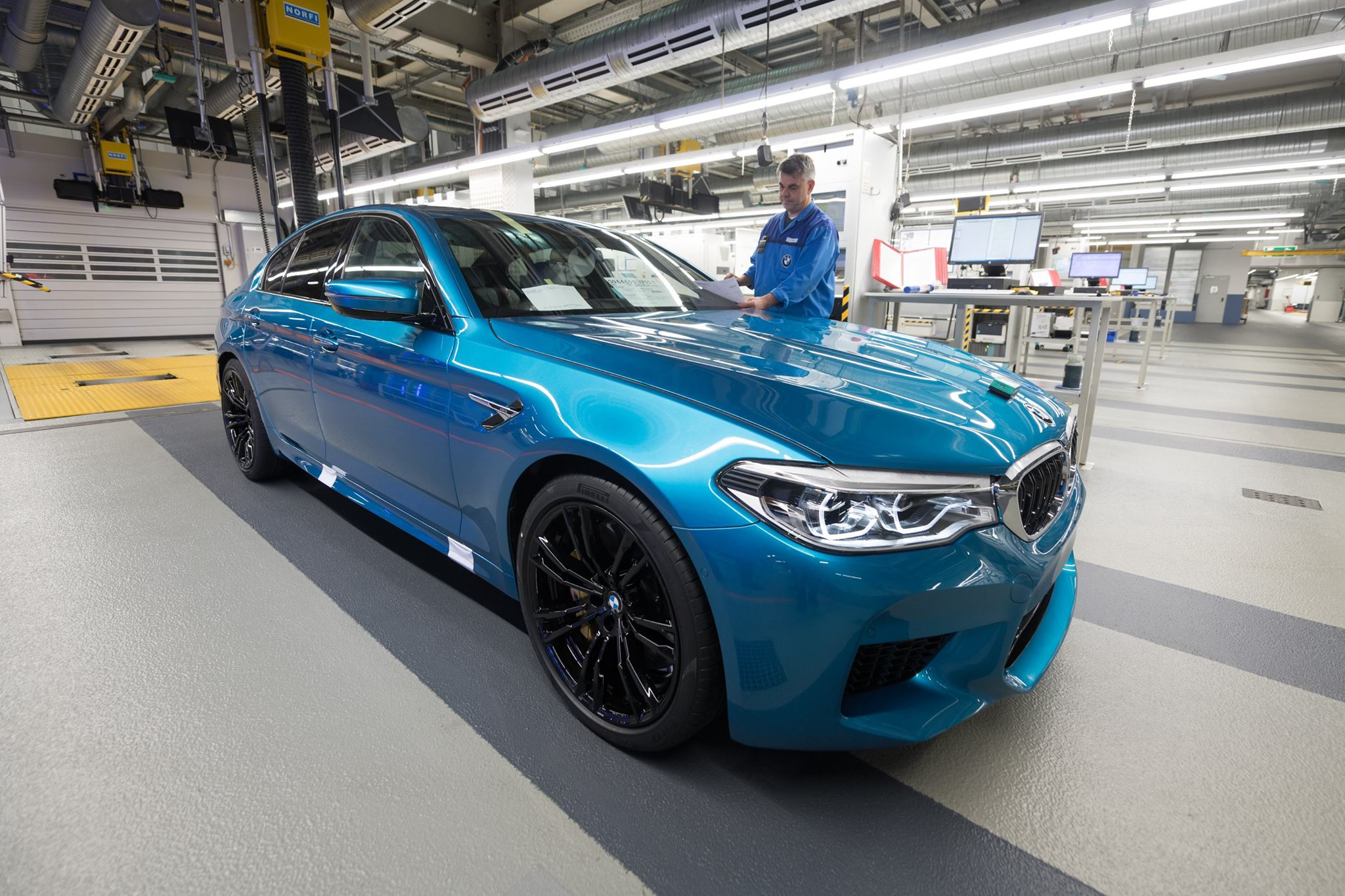 2018_BMW_M5_production_0002