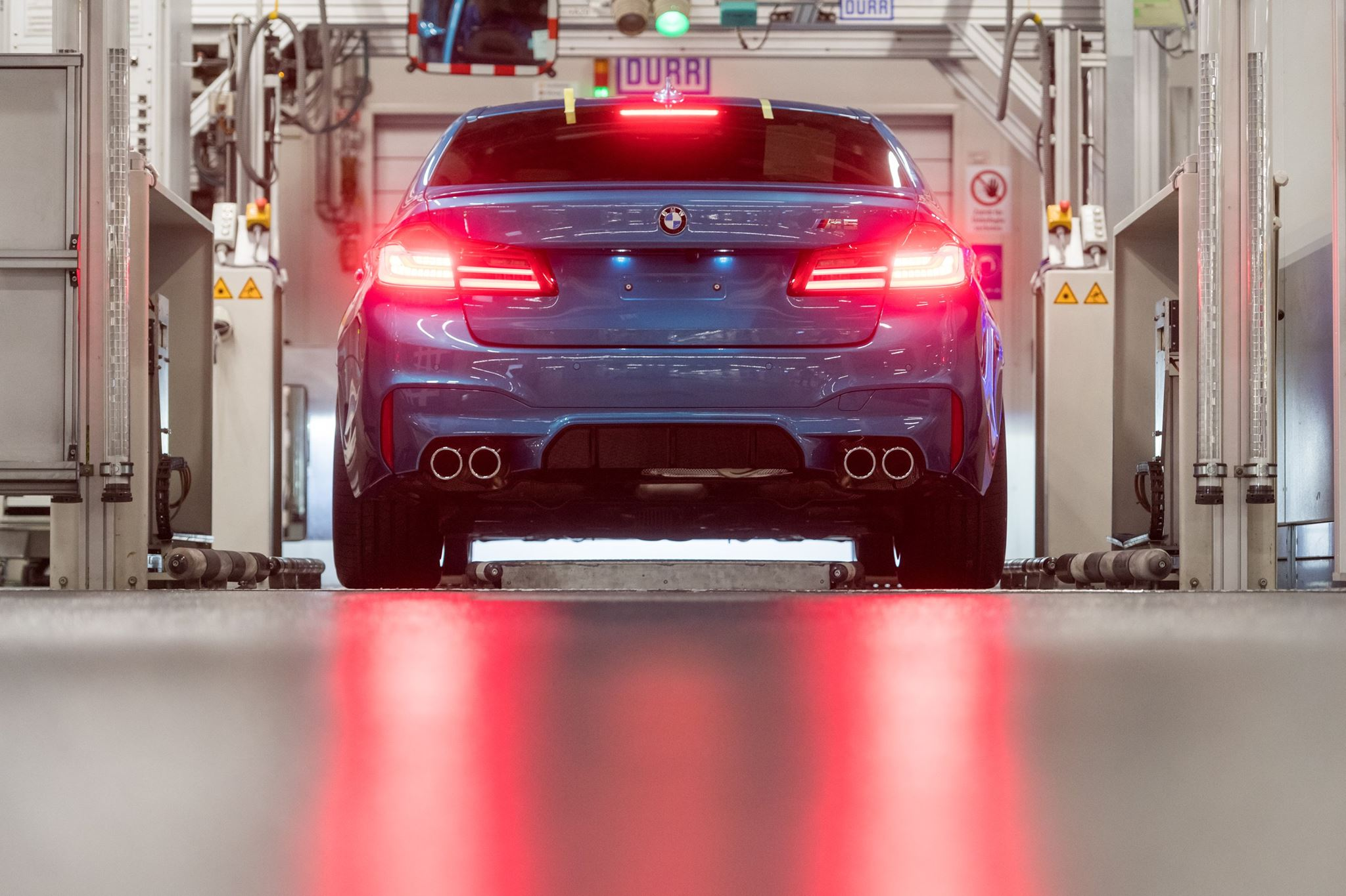 2018_BMW_M5_production_0004