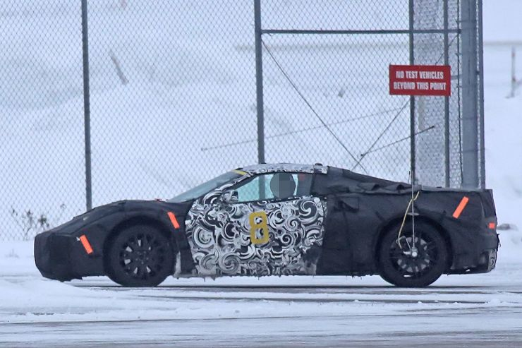 2018_Chevrolet_Corvette_midengined_0009
