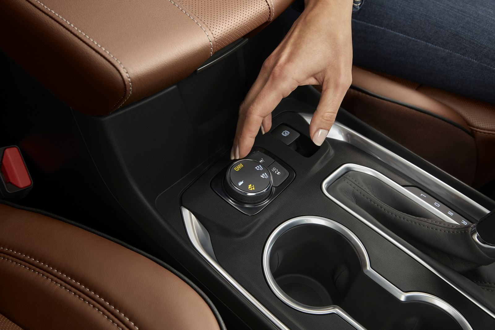 New Traction Mode Select is standard on all Traverse models and allows the driver to make real-time adjustments to the vehicle's driving mode to account for varying road conditions. On available AWD models, it also allows the system to be completely disconnected from the rear axle, which helps save fuel and enhances refinement.