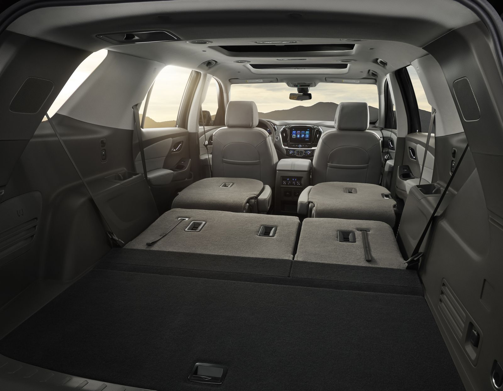 The 2018 Traverse is expected to offer best-in-class passenger volume as well as max cargo room at 98.5 cubic feet (2,789 liters), while greater storage options and larger bins throughout the ergonomically optimized cabin are designed to enhance convenience and versatility.