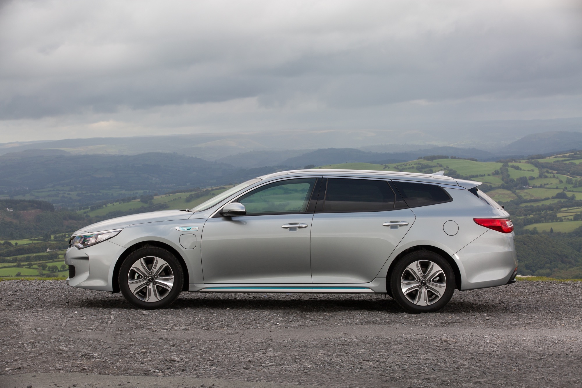 2018_Kia_Optima_Sportswagon_PHEV_03