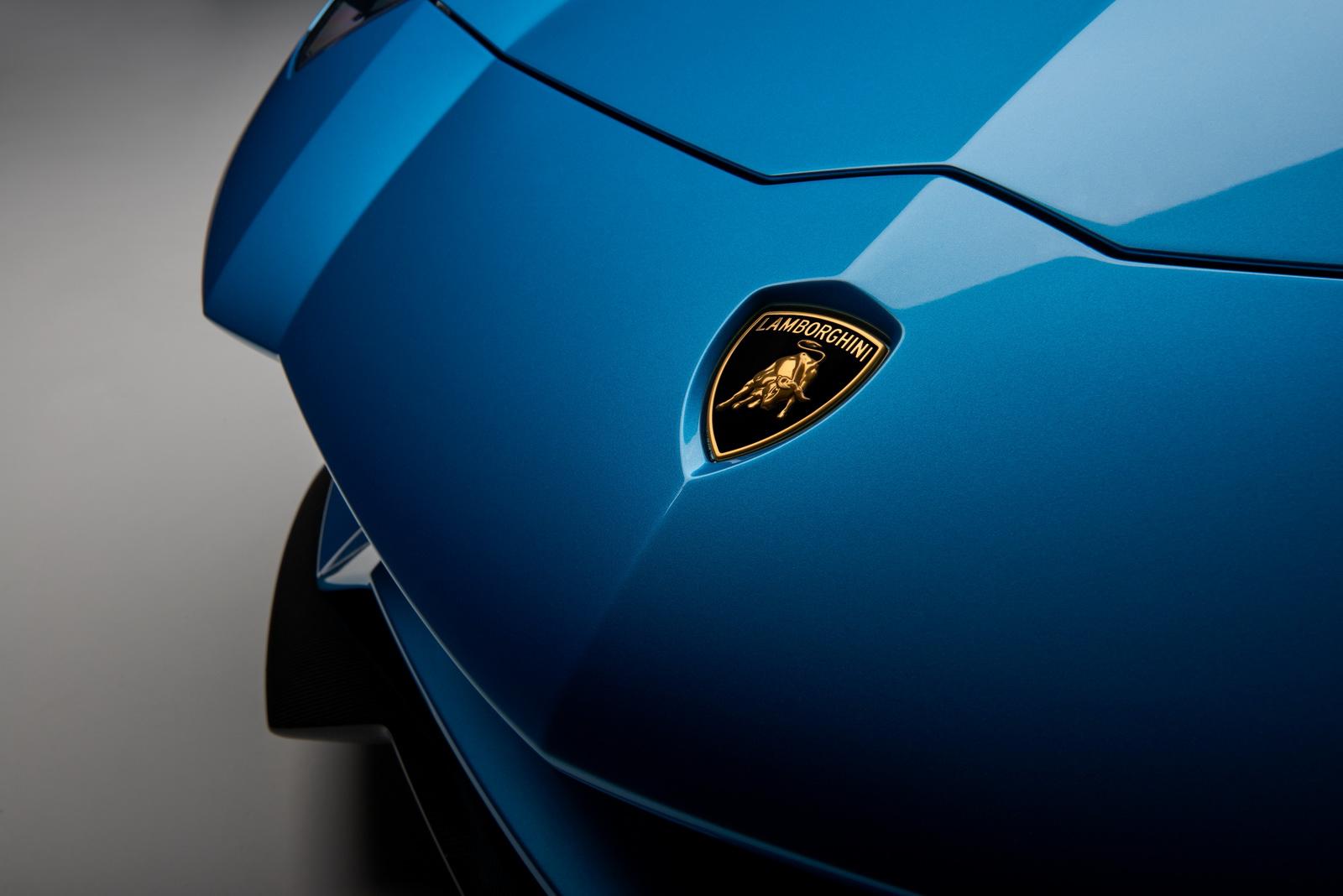 2018_Lamborghini_Aventador_S_Roadster_01