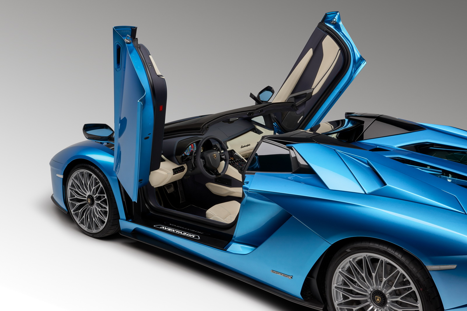 2018_Lamborghini_Aventador_S_Roadster_05
