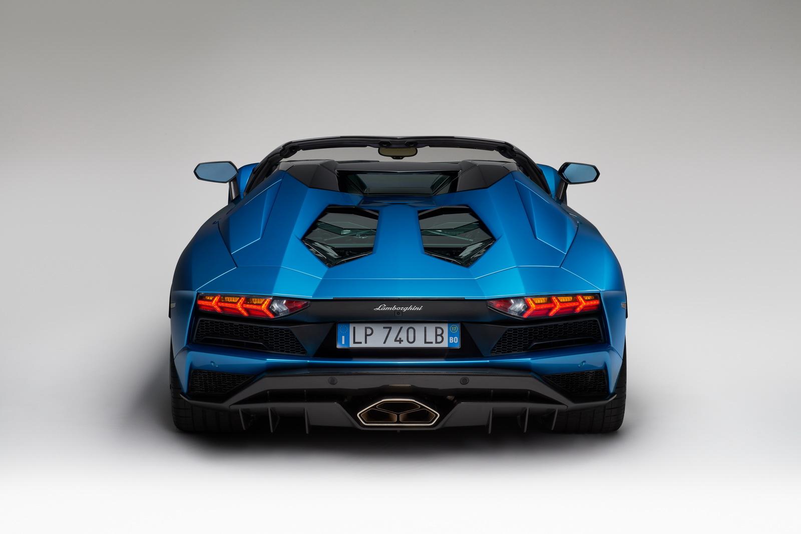 2018_Lamborghini_Aventador_S_Roadster_08