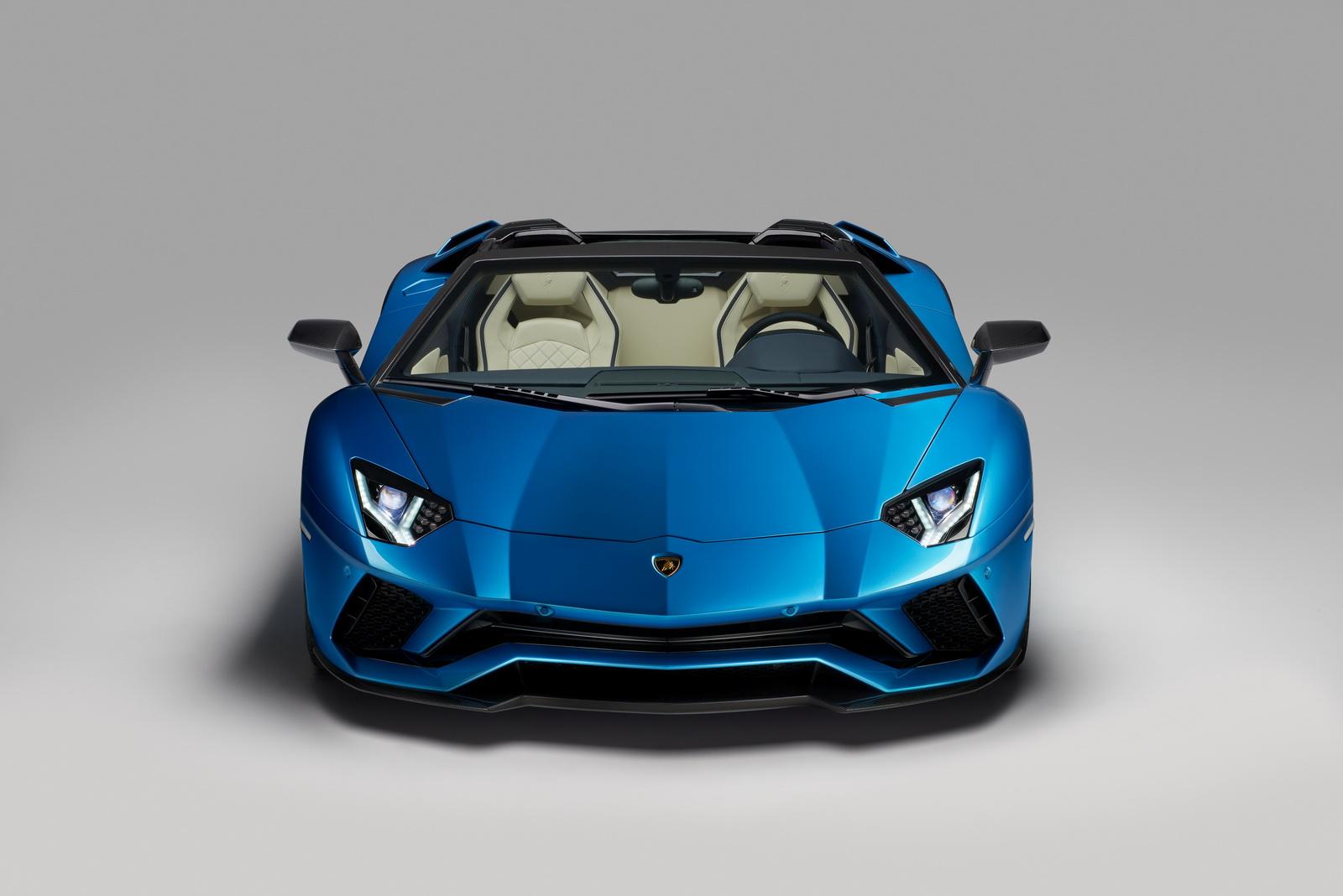 2018_Lamborghini_Aventador_S_Roadster_11