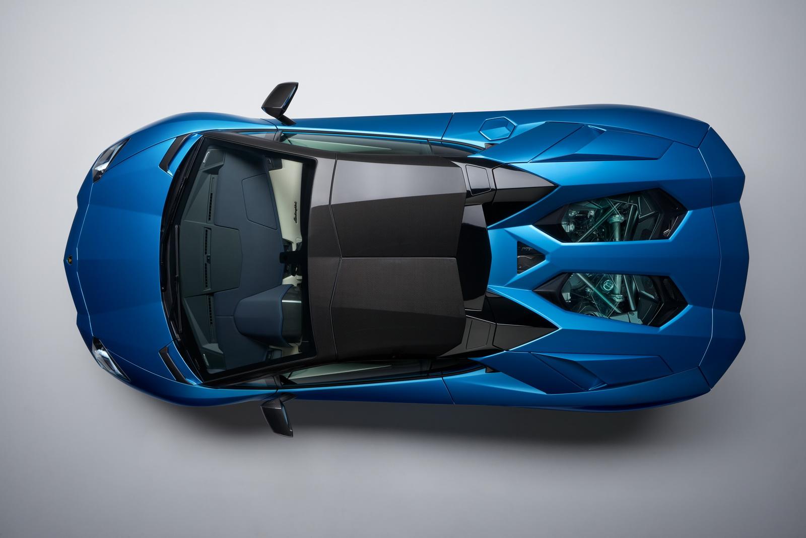 2018_Lamborghini_Aventador_S_Roadster_12