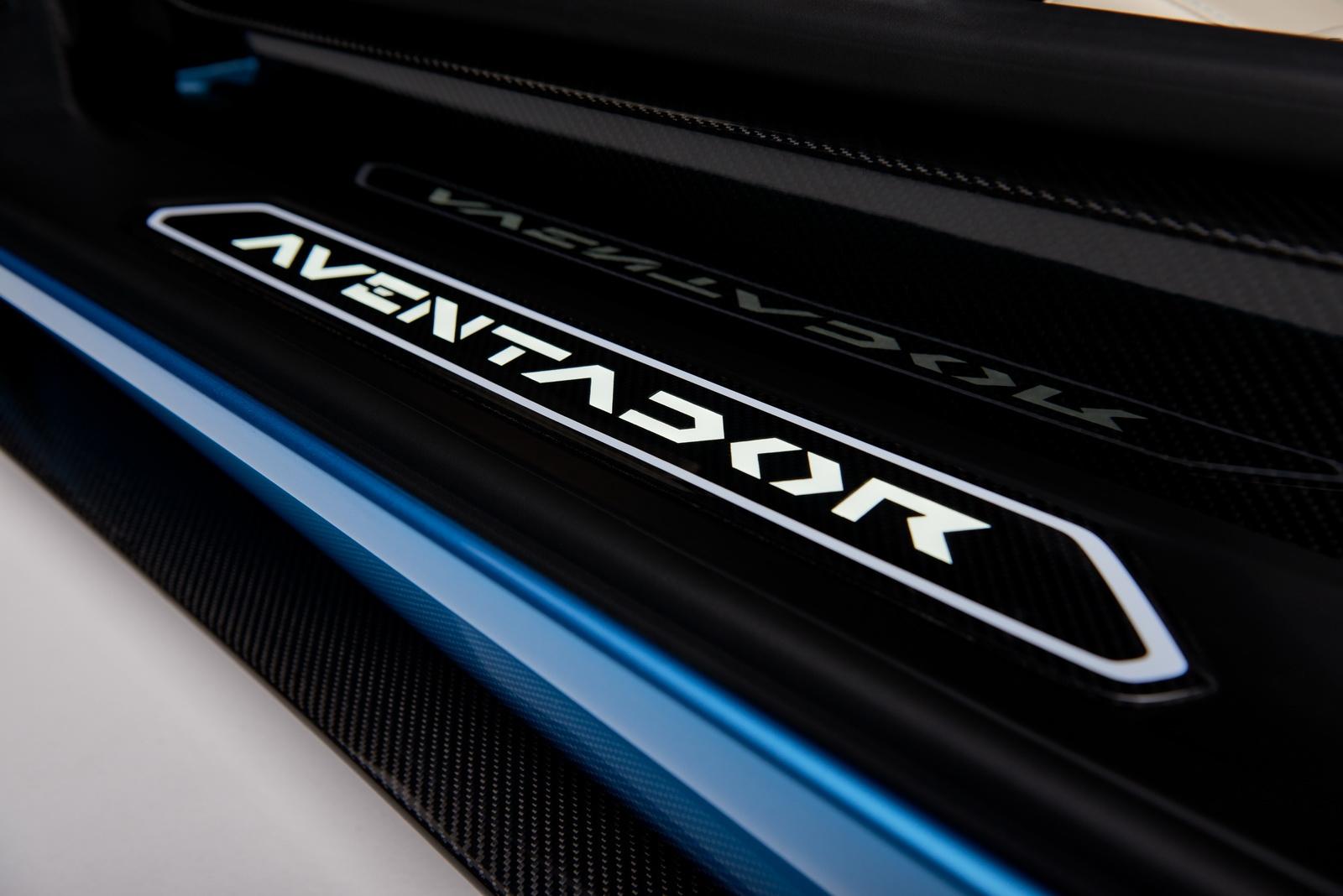 2018_Lamborghini_Aventador_S_Roadster_13