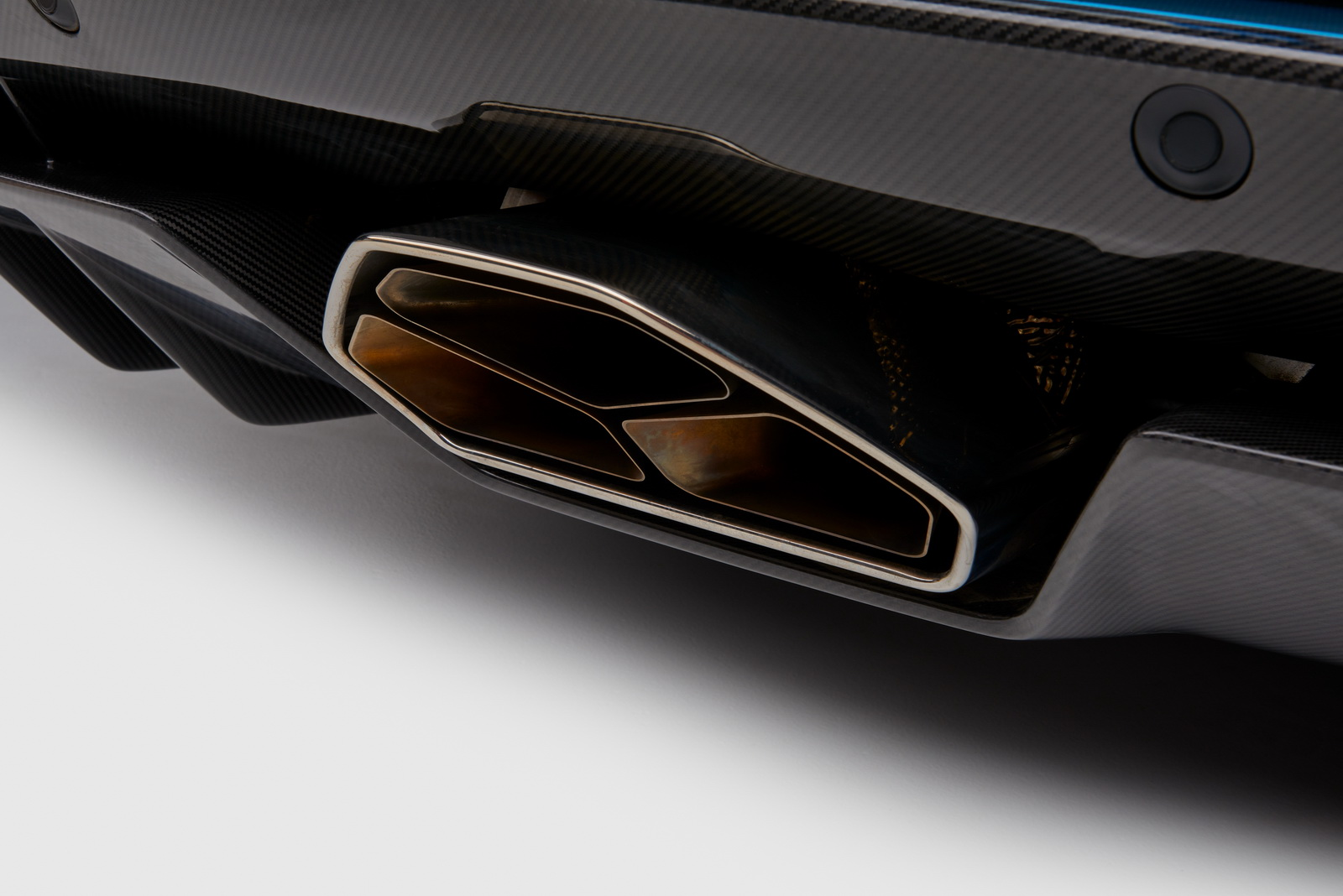2018_Lamborghini_Aventador_S_Roadster_14